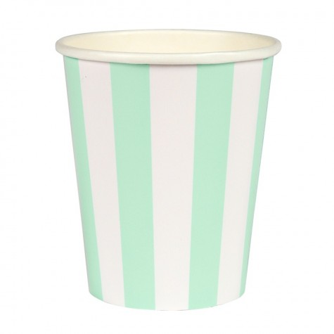 Bicchieri di carta con strisce color menta