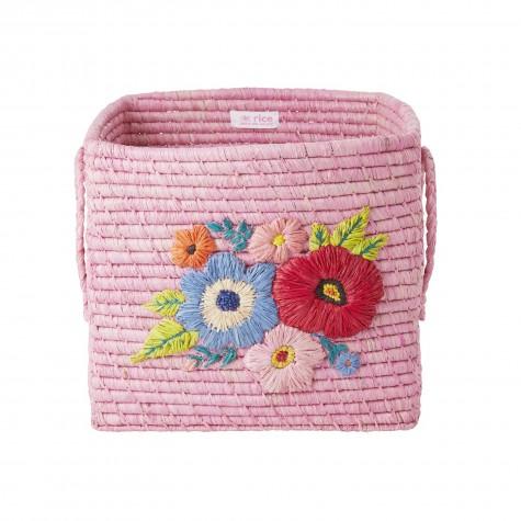 Cesto rosa in rafia con fiori ricamati
