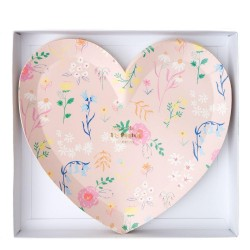 Piatti di carta a forma di cuore con fantasia floreale
