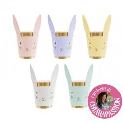 Bicchieri di carta dorati con orecchie da coniglio
