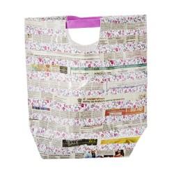 Borsa plastificata fantasia foglio di giornale con manici rosa