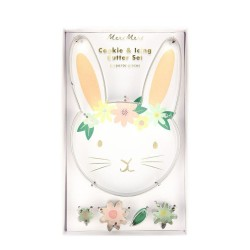 Tagliabiscotti pasquali a forma di coniglietto e fiori