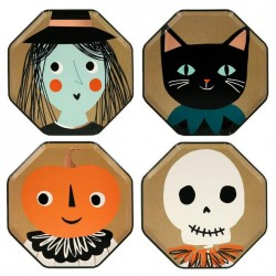 Piatti di Halloween dorati con personaggi a tema