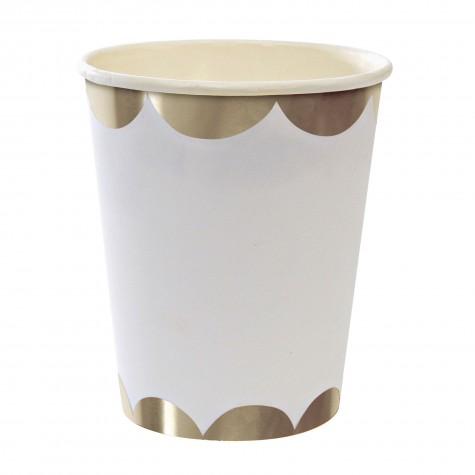 Bicchieri di carta con smerlo argentato