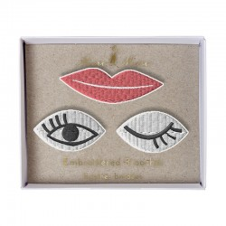 Spille ricamate a forma di occhi e labbra