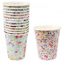 Bicchieri di carta con fiori
